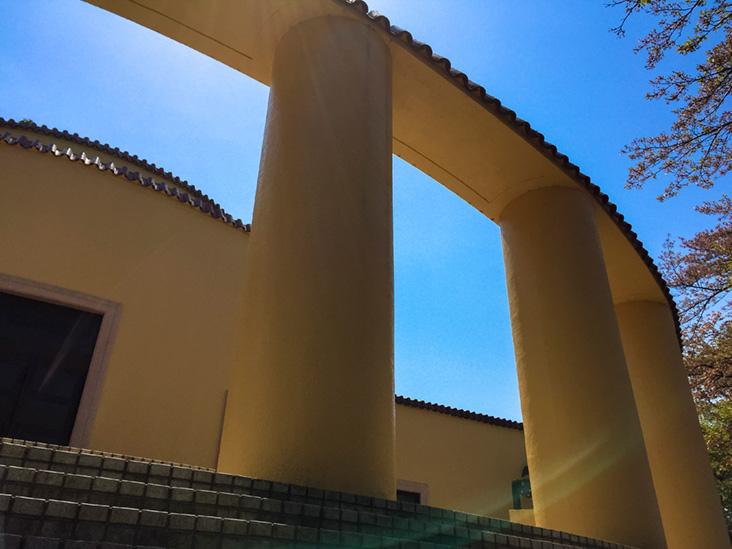 旧多摩聖蹟記念館を見上げる