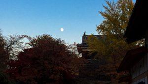 月、櫓、紅葉